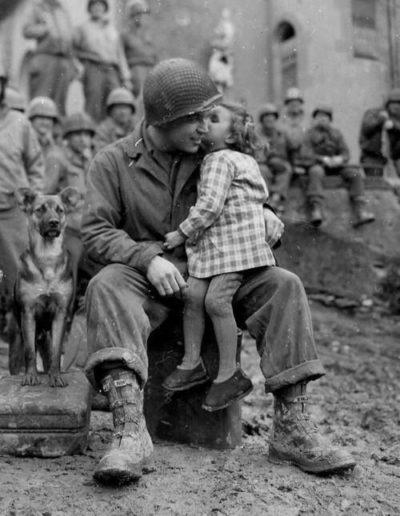 Enfant et papa soldat